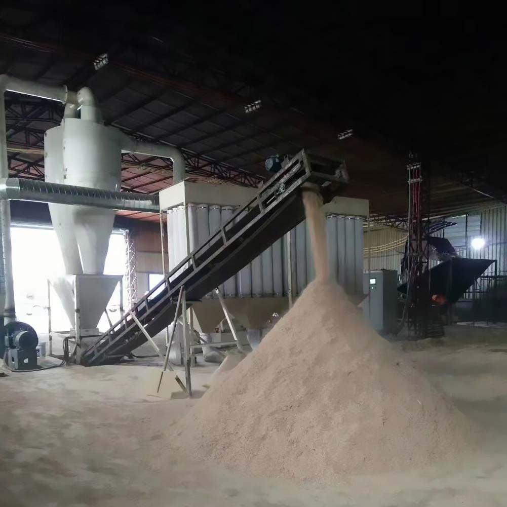 What determines the crushing efficiency of the wood hammer mill(图1)